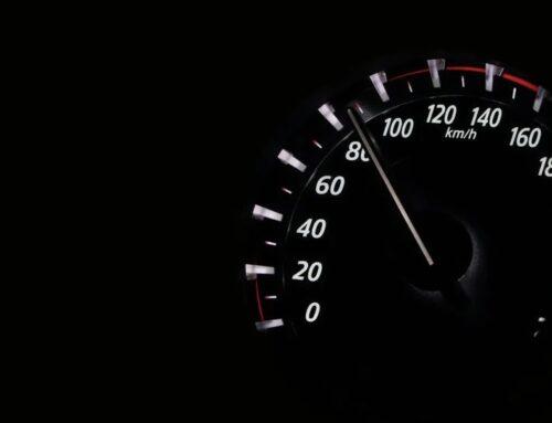 Hat ein Autofahrer bei dem Verdacht von Geschwindigkeitsverstößen Anspruch auf detaillierte Messdaten?